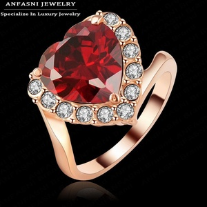 Slyq Jewelry Happy Wedding Ring Rose Gold Plated RedSWA Stellux Austrian Crystal Love Heart Ring Ri-HQ1124-A