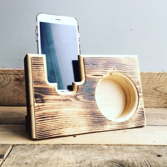 Acoustic Reclaimed Wood Pallet Speaker Amplifier for Mobile