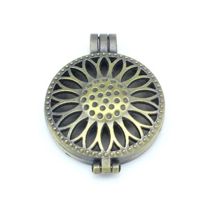 Antique Bronze 5pcs Sunflower Hollow Locket Aromatherapy Essential Oil Diffuser Pendant Necklace DIY
