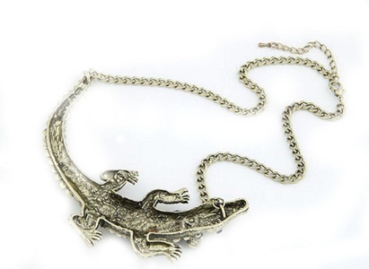 Gudeke Fashion Womens Alligator Crocodile Clavicle Sweater Necklace Pendant 45cm Chain(Adjustable) (Golden)