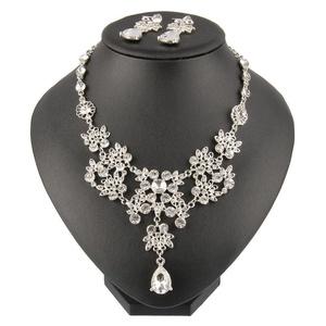 Beauty7 Clear Hollow Out Flower Leaf Rhinestone Crystal Pendant Bib Necklace Earrings Jewelry Set Women