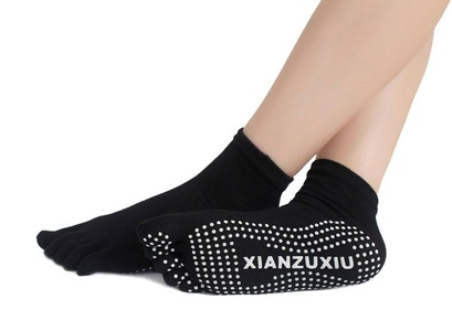 Professional Five Toes Non Slip Skid Cotton Yoga Socks with Grips for Women (black)
