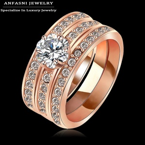 Slyq Jewelry Fashionable Wide Jewelry Finger Ring Rose Gold/Platinum Plate Austrial Crystals Ring for MenRi-HQ1061