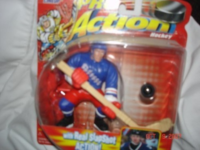Starting Lineup Pro Action Hockey New York Rangers Wayne Gretzky Figure with Real Slapshot Action by Starting Lineup Pro Action Hockey