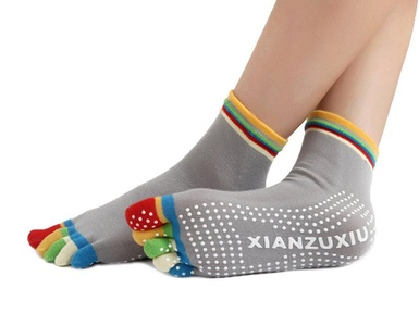 Colorful Women's Five Toes Non Slip Skid Cotton Yoga Socks with Grips (grey)