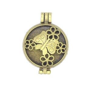 5pcs/lot Antique Bronze Butterfly Flower Hollow Locket Aromatherapy Essential Oil Diffuser Pendant