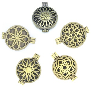 5pcs Mixed Bronze Flower Hollow Floating Locket Openable Pendant Essential Oil Diffuser Jewelry DIY