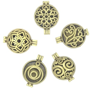 5pcs Mixed Bronze Filigree Living Memory Lockets Aromatherapy Diffuser Pendant For Necklace Jewelry DIY