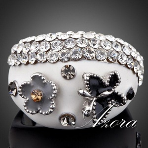 Slyq Jewelry Platinum Plated Stellux Austrian Crystal Butterfly and Flower Design Ring TR0068