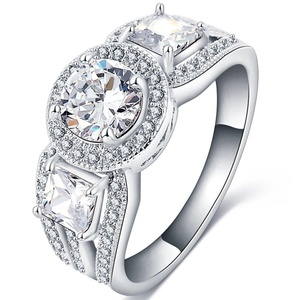 FENDINA Womens Vintage Three Stone Round Brilliant Cut Solitaire with Princess Side Stones 2.0ct CZ Cubic Zirconia Engagement Ring