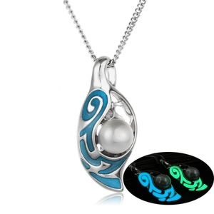 Rinhoo White Gold Plated Hollow Glowing in the Light Pearl Pendant Necklace