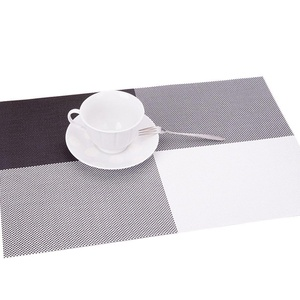Lerela Grey Grid Woven Vinyl Placemat Fashion Dining Table Heat-Resistant Kitchen Mat Set Of 4