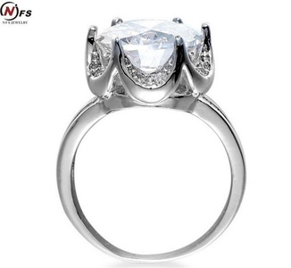GemMart Jewelry Fashion Wedding Engagement Ring Gold Plated CZ Jewelry Silver Tone Cubic Zircon Pave Setting Ring