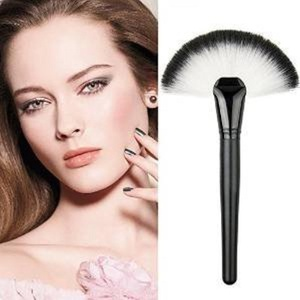 Blazers18 2pcs Professional Single Makeup Brush Blush / Powder Sector Makeup Brush Soft Fan Brush Foundation Brushes Make Up Tool